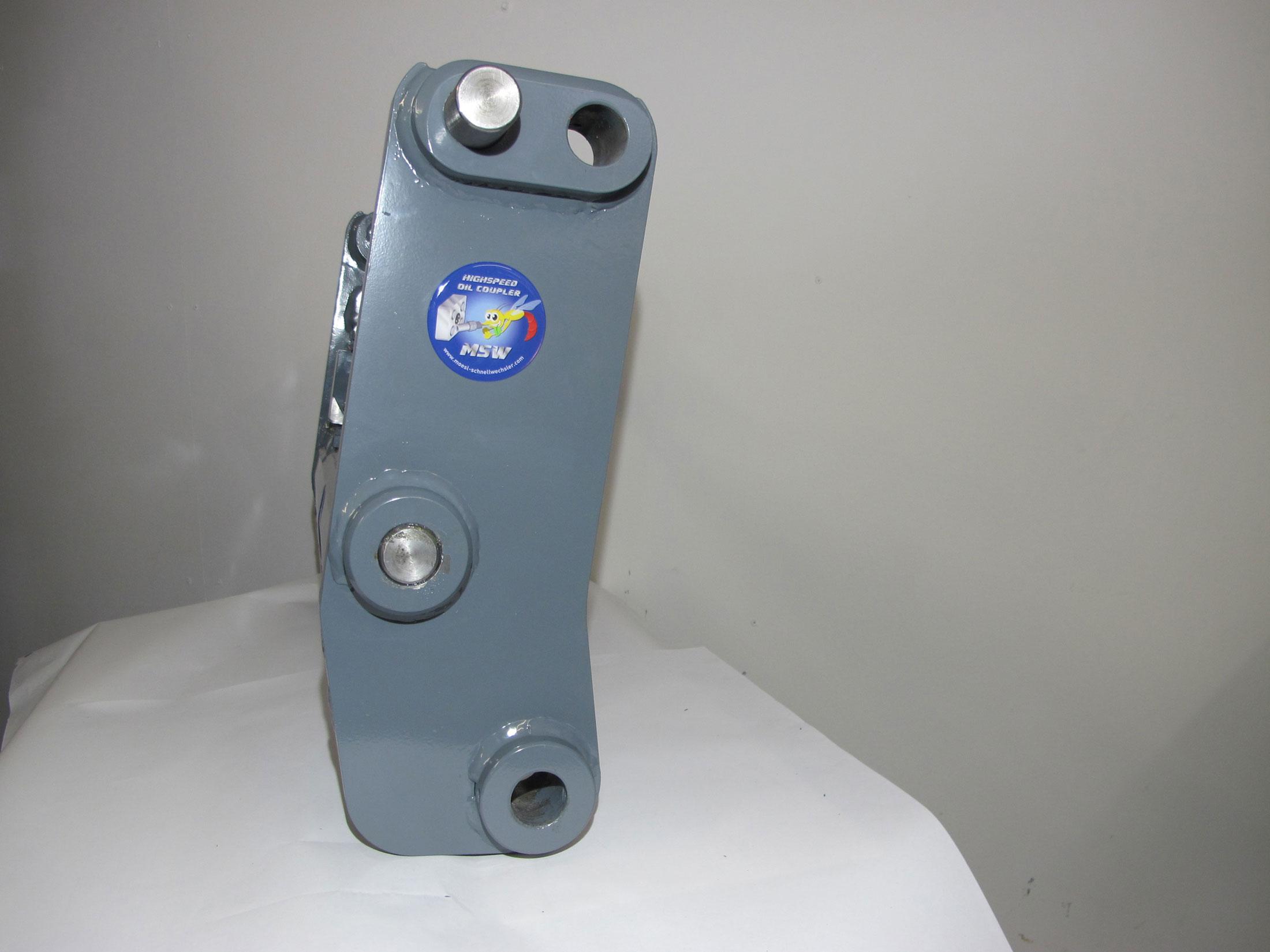 Seitenansicht MSW Geräteaufnahme für Kramer Radlader 550