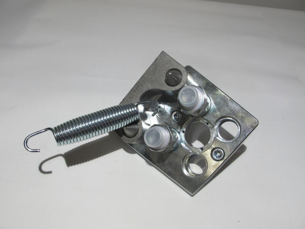 Kuppelplatte mit 2 flachdichtenden Faster Kupplungen unter Druck kuppelbar